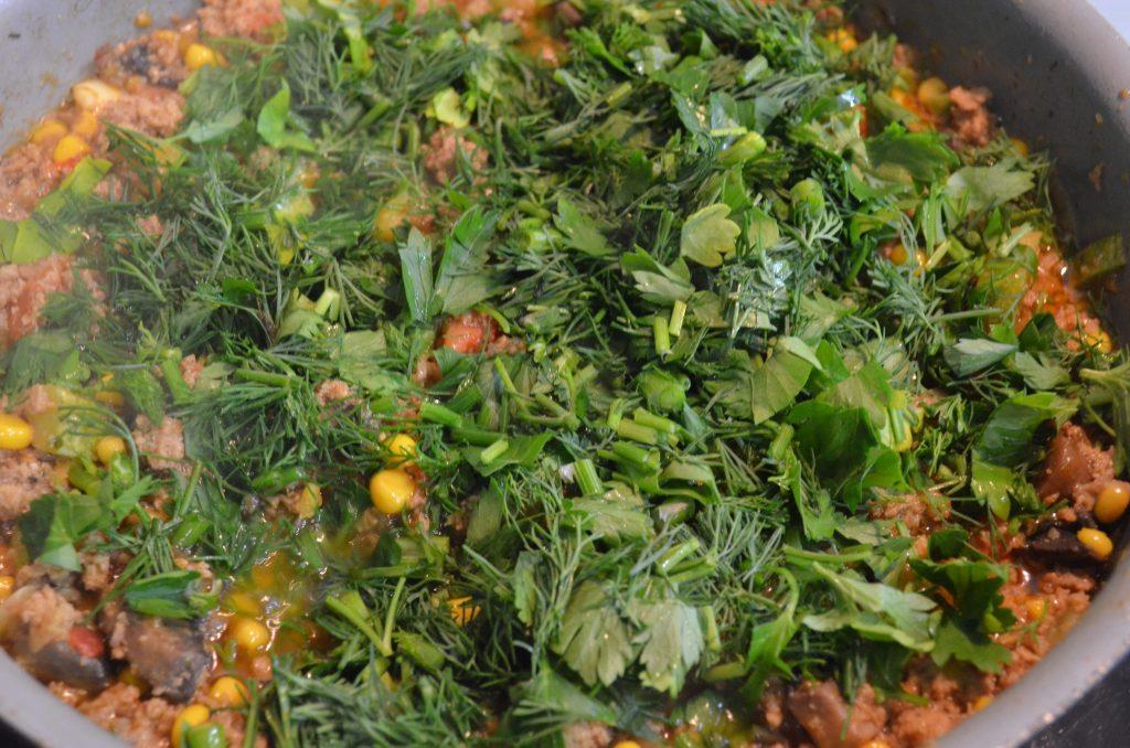 Фото рецепта - Рагу из кабачков, томатов с фаршем и грибами - шаг 6