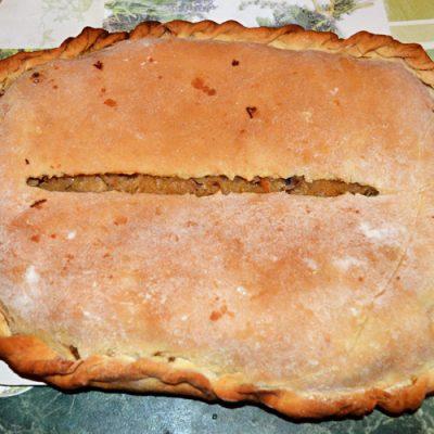 Постный пирог с квашеной капустой и грибами - рецепт с фото