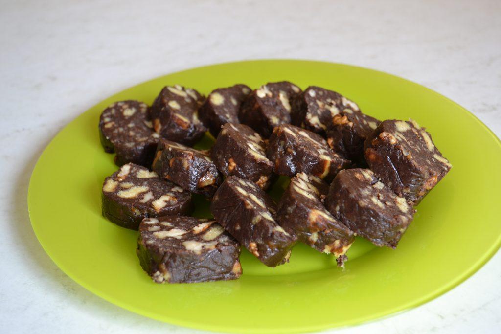 Фото рецепта - Сладкая колбаска с орешками за 10 минут - шаг 8
