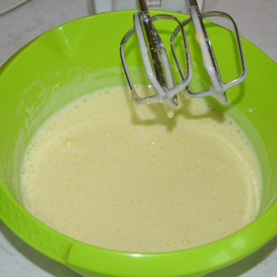 Фото рецепта - Бисквитный торт с творогом и апельсином - шаг 2