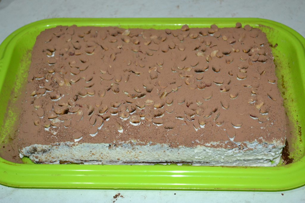 Фото рецепта - Бисквитный торт с творогом и апельсином - шаг 11