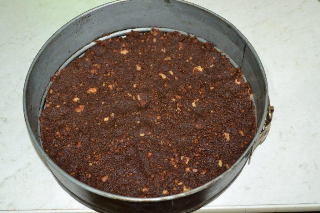 """Фото рецепта - Торт """"Баунти"""" на печенье с творогом - шаг 4"""