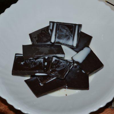 """Фото рецепта - Торт """"Баунти"""" на печенье с творогом - шаг 7"""