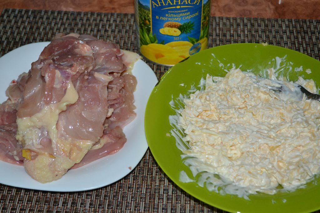 Фото рецепта - Запеченное куриное мясо с ананасами и сыром - шаг 1