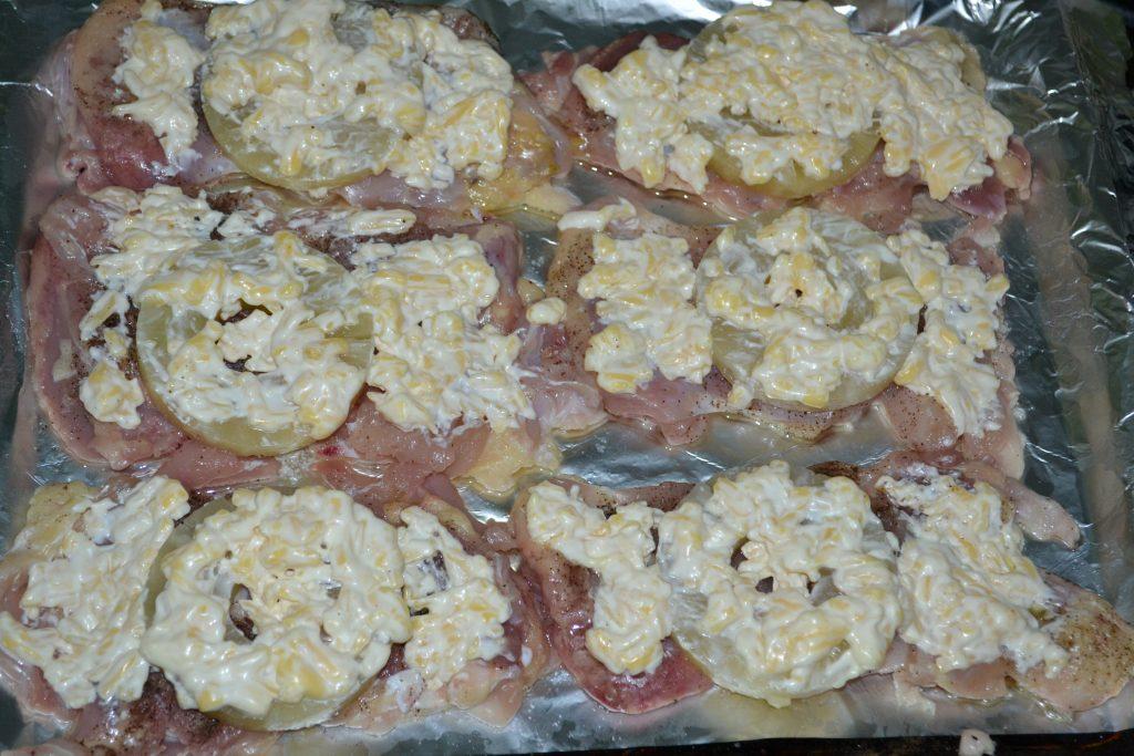 Фото рецепта - Запеченное куриное мясо с ананасами и сыром - шаг 3