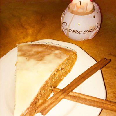 Пряничный пирог со сметанной глазурью - рецепт с фото
