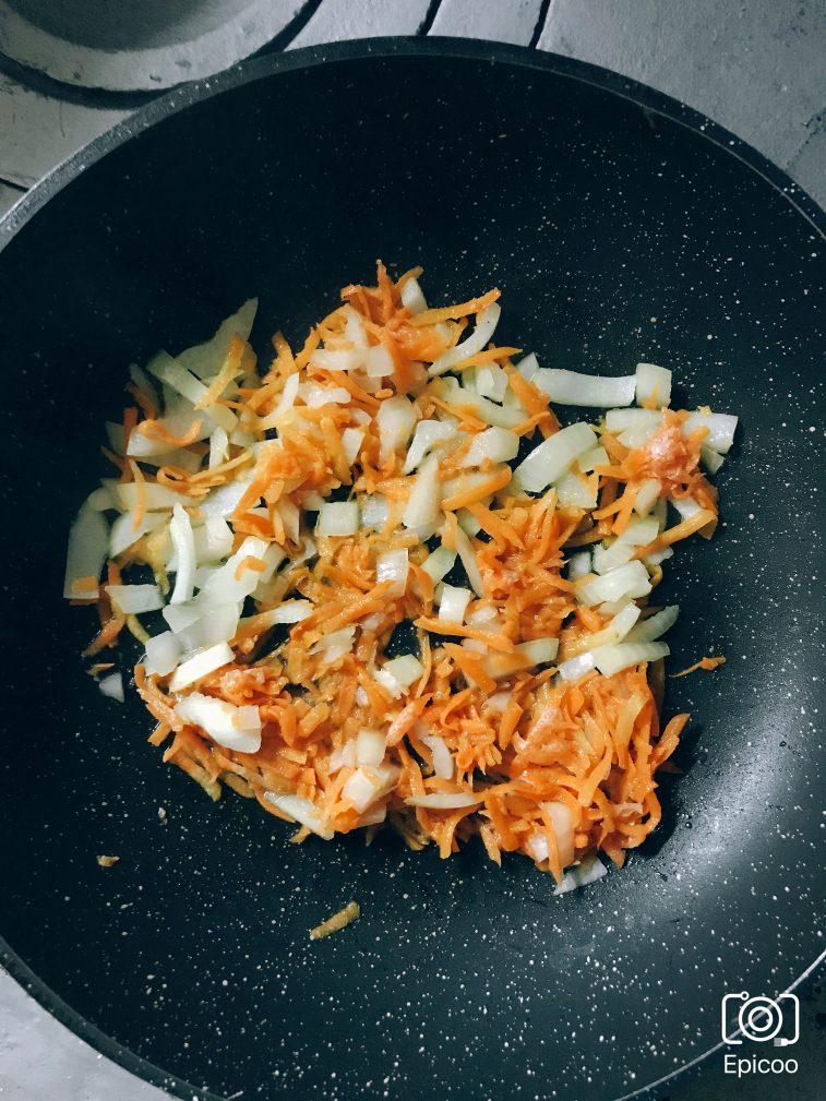 Фото рецепта - Суп из сушеных грибов с картофлем - шаг 3