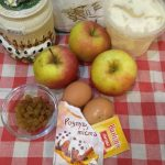 Фото рецепта - Шарлотка с яблоками и изюмом - шаг 1