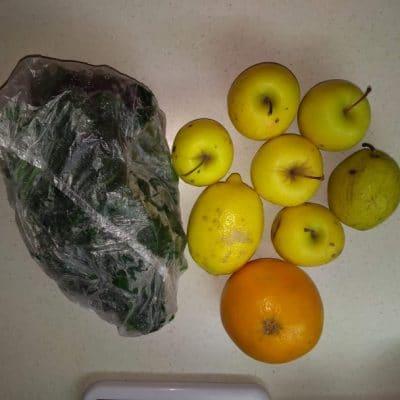 Фото рецепта - Зелёный коктейль из сельдерея и фруктов - шаг 1