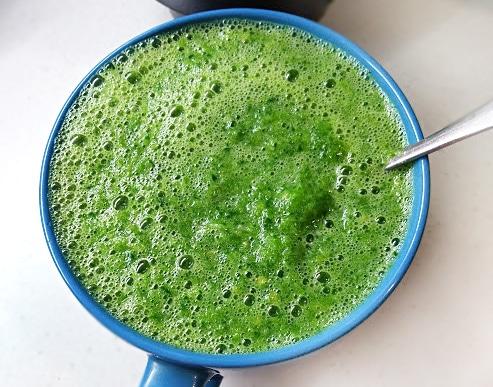 Зелёный коктейль из сельдерея и фруктов