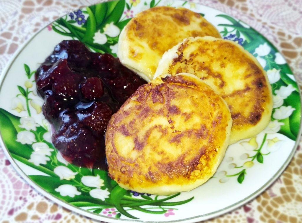 Фото рецепта - Творожные сырники на скорую руку - шаг 8