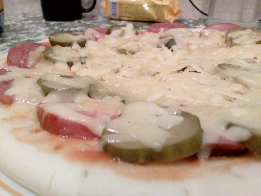"""Фото рецепта - Пицца """"По-быстрому"""" в микроволновке - шаг 7"""