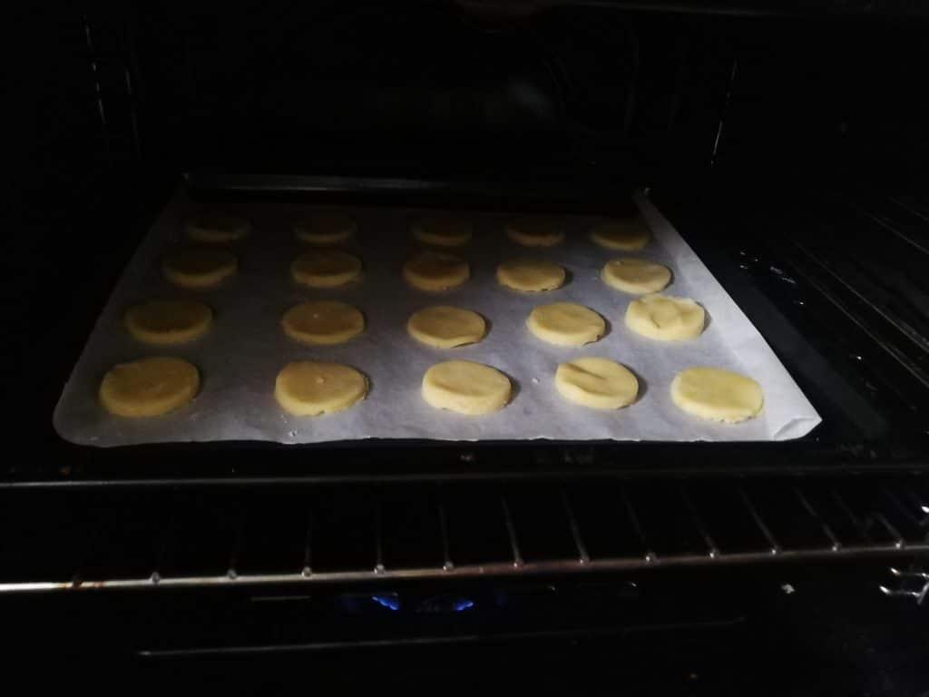 Фото рецепта - Праздничное шотландское печенье - шаг 7