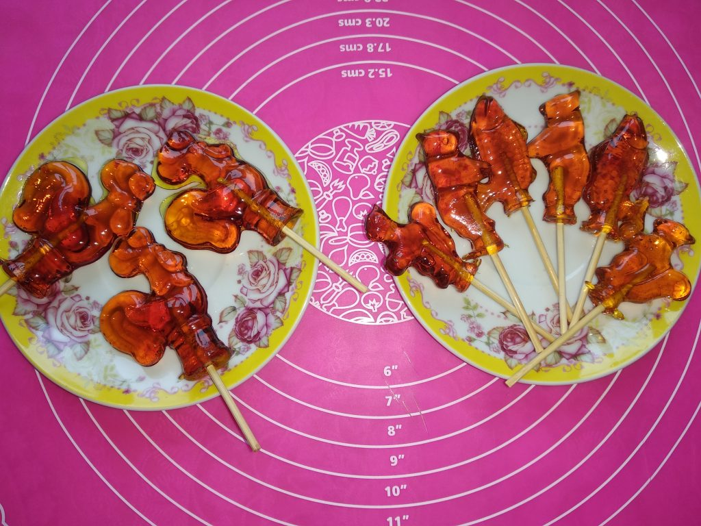 Фото рецепта - Как сделать конфеты-леденцы на палочке - шаг 4
