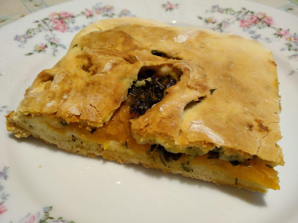Фото рецепта - Аджарский пирог с тыквой и кинзой - шаг 5
