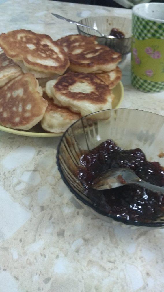 Фото рецепта - Постная кухня – пышные оладьи на дрожжах - шаг 11
