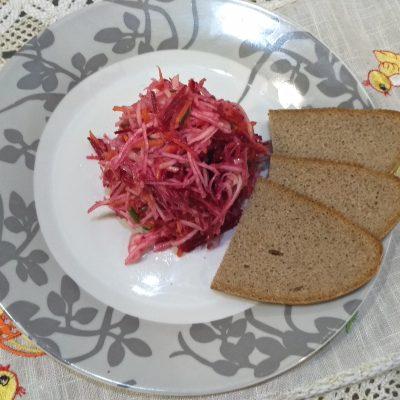 Фото рецепта - Легкий свекольный салат с сельдереем за 15 минут - шаг 5