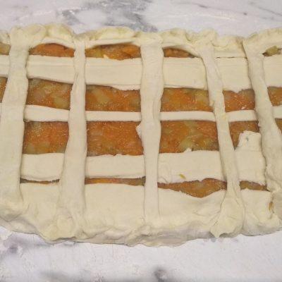 Фото рецепта - Быстрый пирог с яблоком и тыквой из слоеного теста - шаг 5