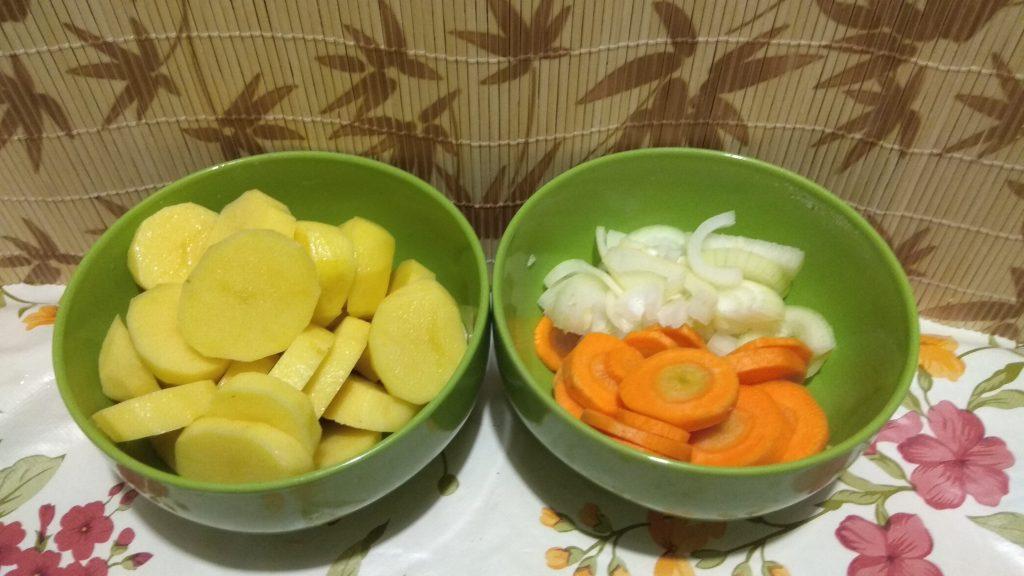 Фото рецепта - Скумбрия с имбирем на овощной подушке, в фольге - шаг 3