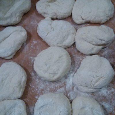 Фото рецепта - Сладкие дрожжевые пирожки с вареньем - шаг 3