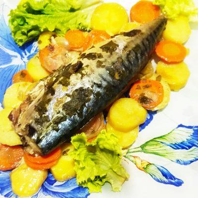 Скумбрия с имбирем на овощной подушке, в фольге - рецепт с фото