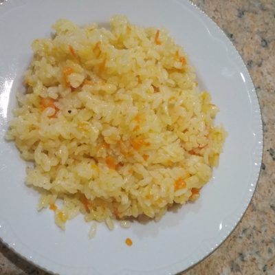 Фото рецепта - Гарнир из риса с луком и морковью - шаг 4