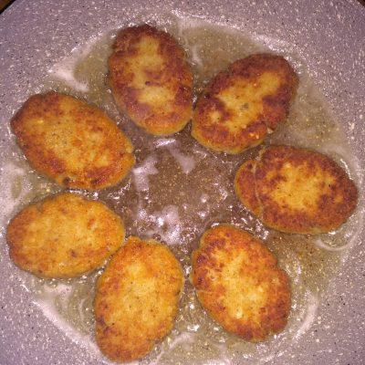 Фото рецепта - Рыбные котлеты на сливках - шаг 4