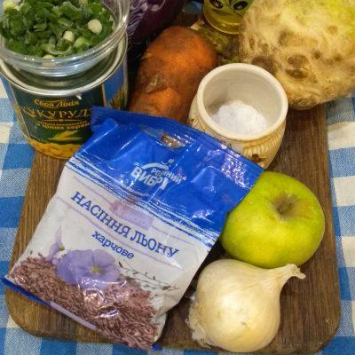 Фото рецепта - Краснокочанная капуста с кукурузой, яблоком и семенами льна - шаг 1