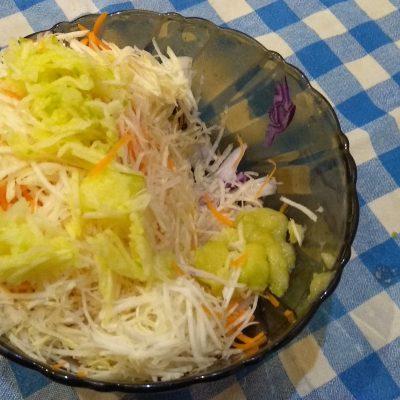 Фото рецепта - Краснокочанная капуста с кукурузой, яблоком и семенами льна - шаг 3