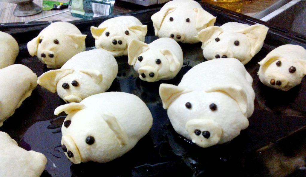 "Фото рецепта - Пирожки из слоеного теста ""Свинки"" - шаг 3"