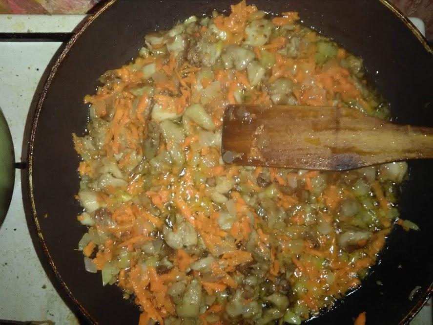 Фото рецепта - Гречневая каша с куриной поджаркой - шаг 3