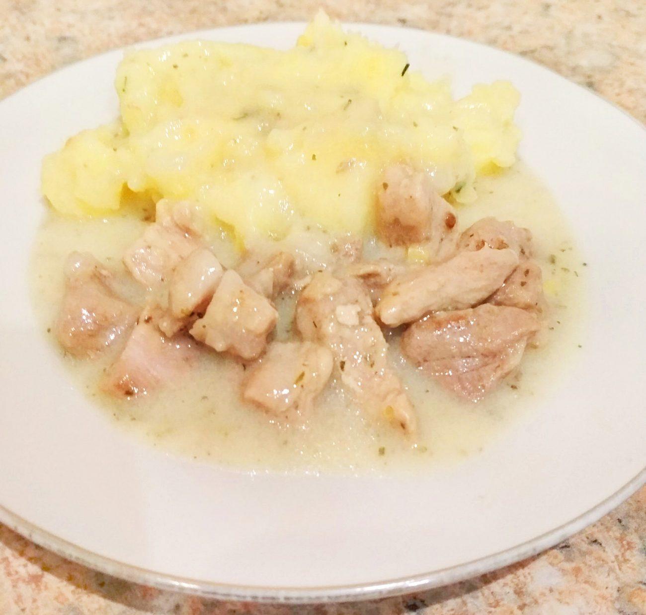 Картофельное пюре с мясом и подливой