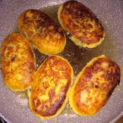 Фото рецепта - Картофельные зразы с грибами - шаг 8