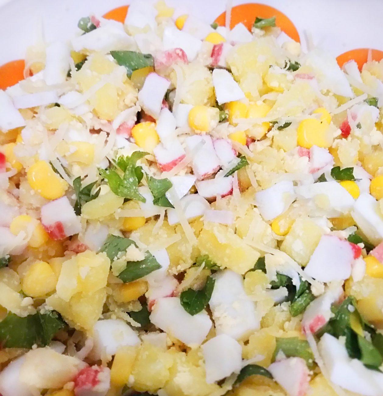"""Картофельный салат с кукурузой и крабами """"Жёлтая поляна"""""""