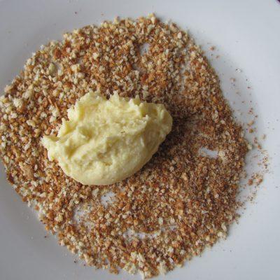 Фото рецепта - Вегетарианские картофельные котлеты в сырном соусе с шампиньонами - шаг 3