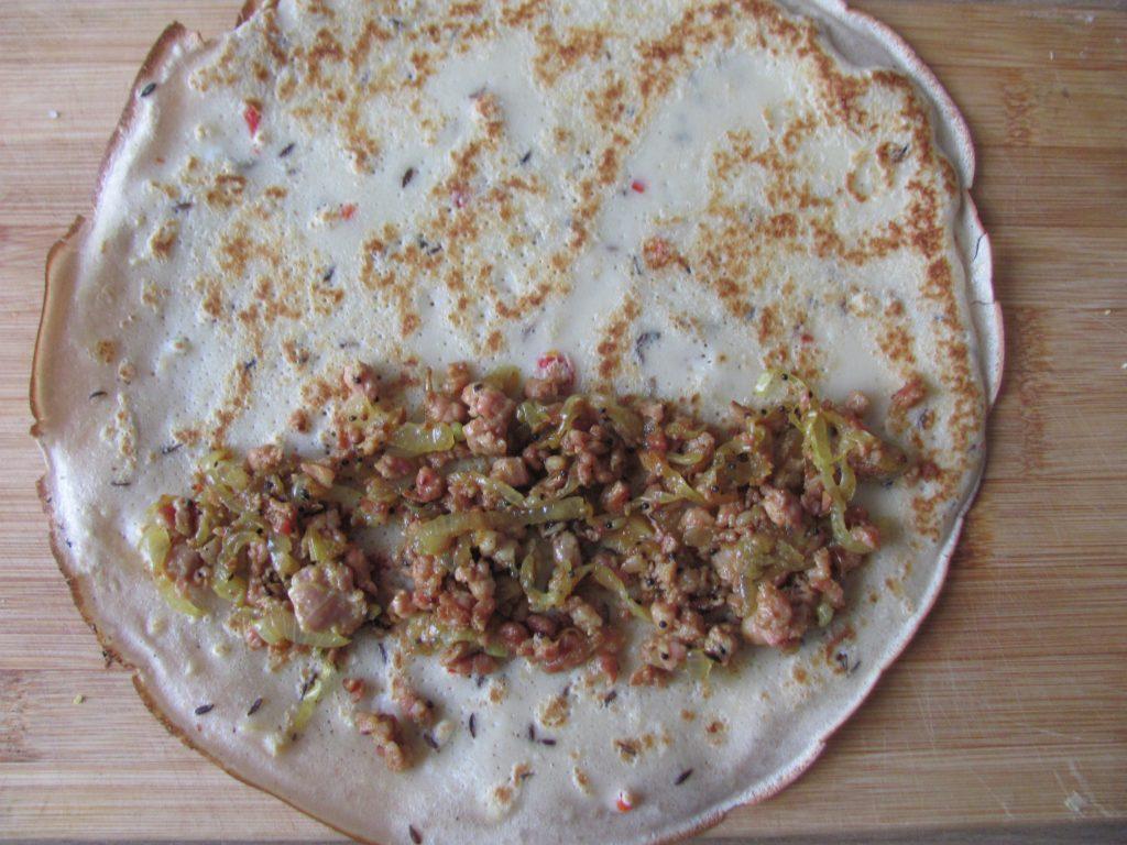 Фото рецепта - Острые блины с мясным фаршем - шаг 13