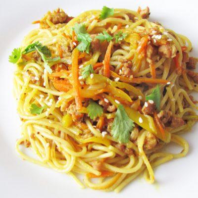 Спагетти с кабачком, морковью и мясным фаршем - рецепт с фото