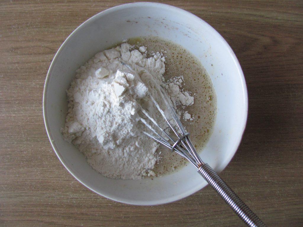 Фото рецепта - Яблочные дольки в кляре (оладьи) - шаг 3