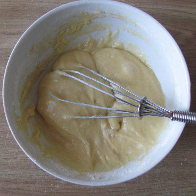 Фото рецепта - Яблочные дольки в кляре (оладьи) - шаг 4