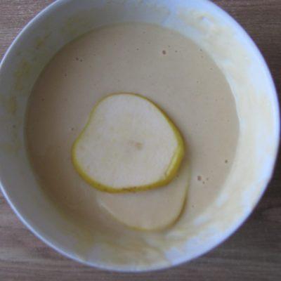 Фото рецепта - Яблочные дольки в кляре (оладьи) - шаг 5