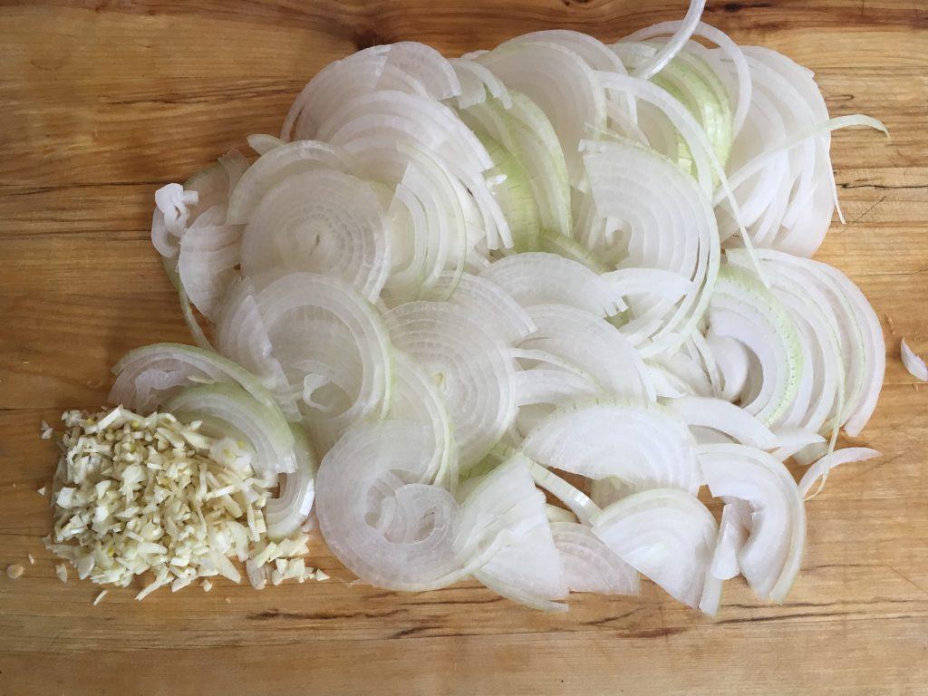 Фото рецепта - Луковый суп на белом вине - шаг 2