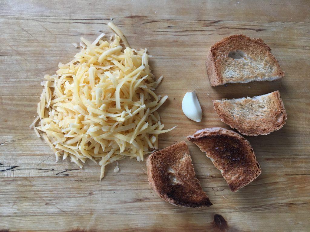 Фото рецепта - Луковый суп на белом вине - шаг 8