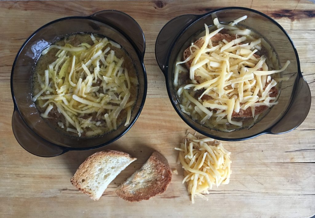 Фото рецепта - Луковый суп на белом вине - шаг 9