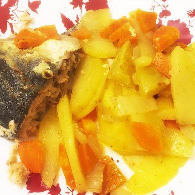 «Ленивая» горбуша с овощами в духовке - рецепт с фото