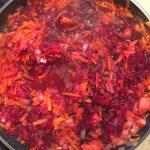 Фото рецепта - Борщ с говядиной и чесноком - шаг 2
