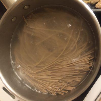 Фото рецепта - Соба (лапша) со свининой - шаг 7