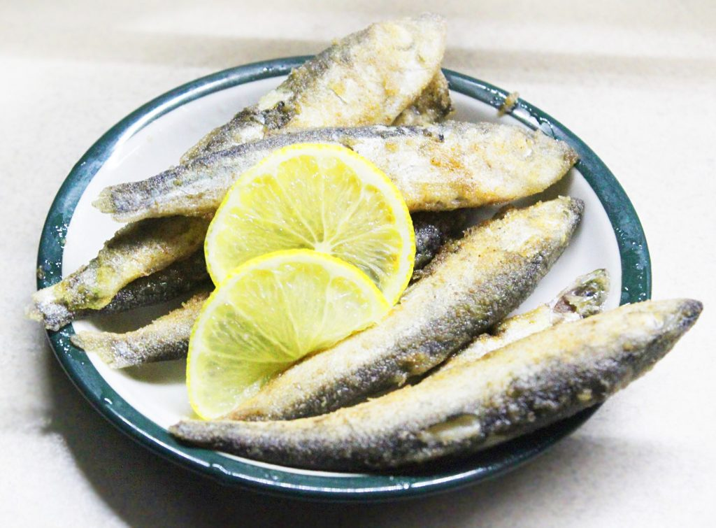 Фото рецепта - Жареная салака с лимоном - шаг 7