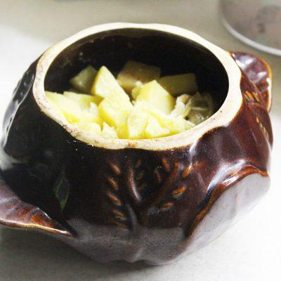 Картошка с луком и салом в горшочках - рецепт с фото