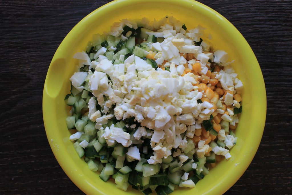 Фото рецепта - Крабовый салат с рисом - шаг 5
