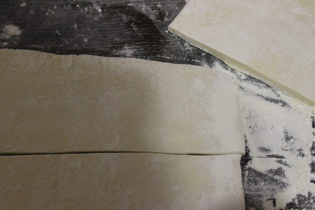 Фото рецепта - Слоеные конвертики с вареньем - шаг 1